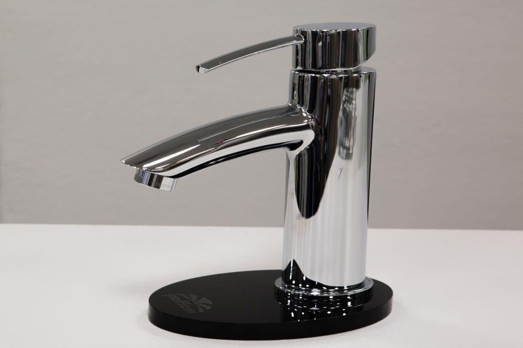 Rubinetteria e rubinetti bagno milano spazio 11 - Rubinetteria retro bagno ...
